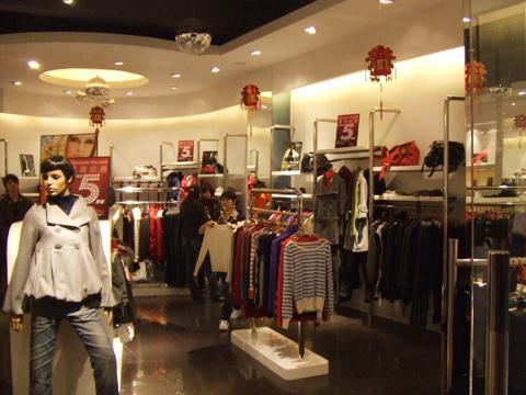 法国名衣扬店铺展示