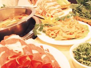 红色料理——红汤火锅-圣诞大餐 红 白 料理图片