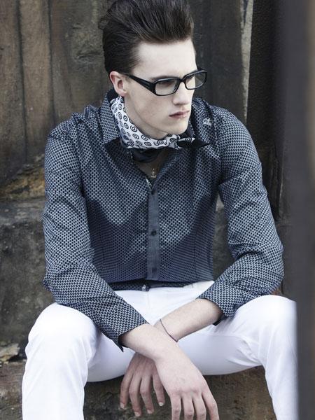 都市高端时尚的设计师品牌玮尼维希男装诚邀加盟